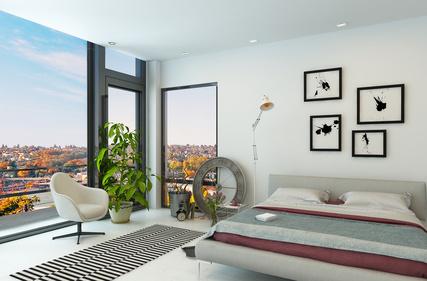 Intérieur moderne avec de grandes fenêtres