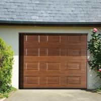 00-porte-de-garage-sectionnelle-a-casettes-imitation-bois